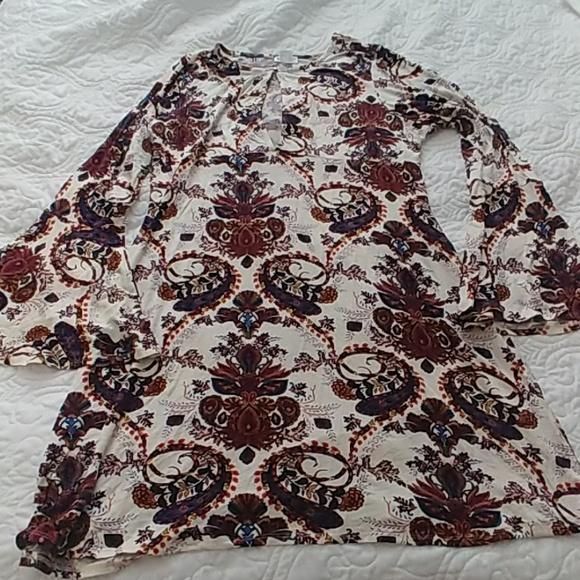 Dresses & Skirts - Keyhole front bell sleeve dress